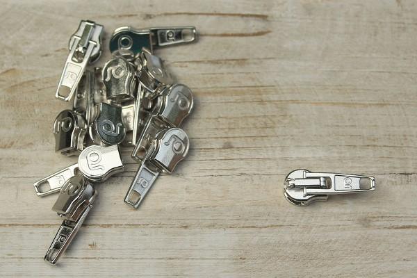 Zipper für metallisierte Reißverschlussmeterware silber breit